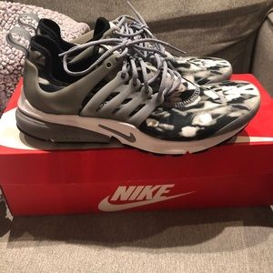 Nike air presto print sneakers. Brand new size 9
